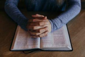 religione e preghiera producono salute